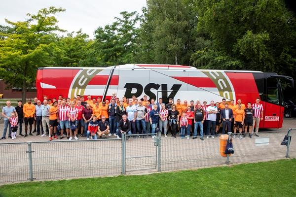 PSV-selection-with-their-supporters-600x400_1.jpg